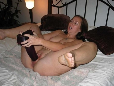 Met haar grote dildo van Dildotop10.nl vult ze haar grote kut